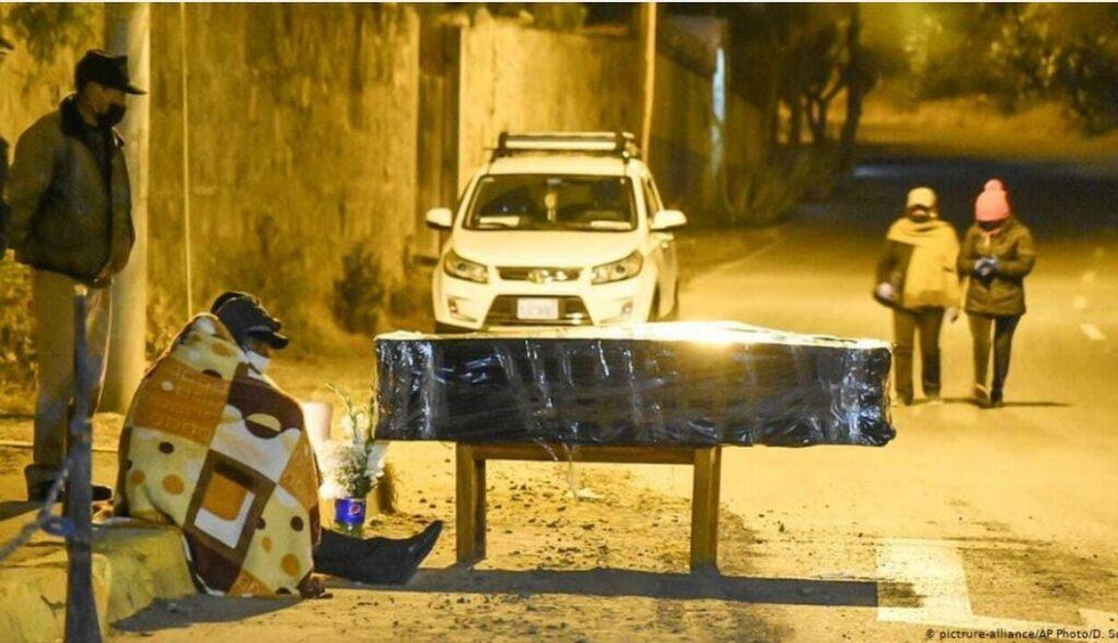 Servicios funerarios colapsan en la ciudad de Cochabamba por el Covid