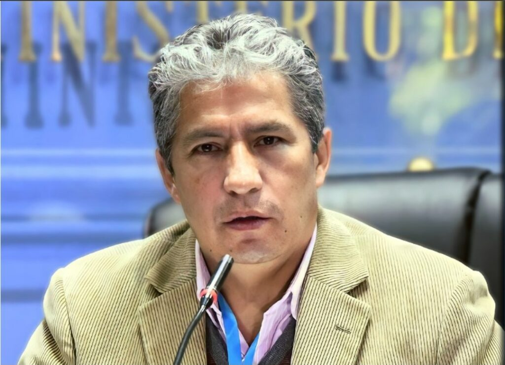 Ministro de Defensa recibe alta médica tras superar el coronavirus
