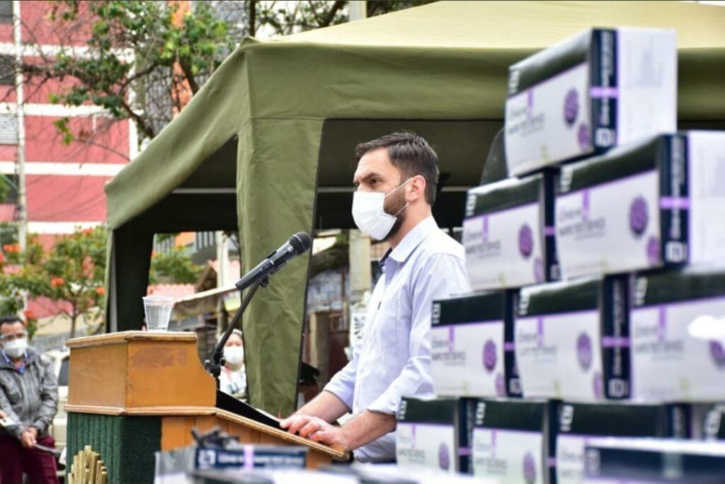 Gobierno entrega 3.500 pruebas de antígeno nasal a la Policía