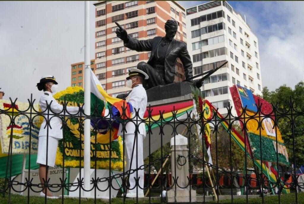 Día del Mar: Autoridades presentan ofrendas florales al pie del monumento de Eduardo Abaroa