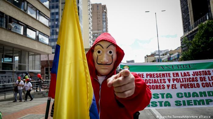 En Latinoamérica los ricos no quieren pagar más impuestos, el resto tampoco