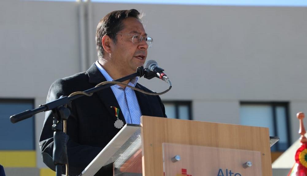 """Promesa de Arce: """"Nunca más los bolivianos tendremos que mendigar para tener salud"""""""