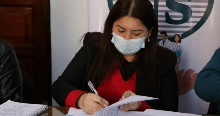 Para la compra e instalación de siete plantas procesadoras de oxígeno CNS firma la minuta de contrato