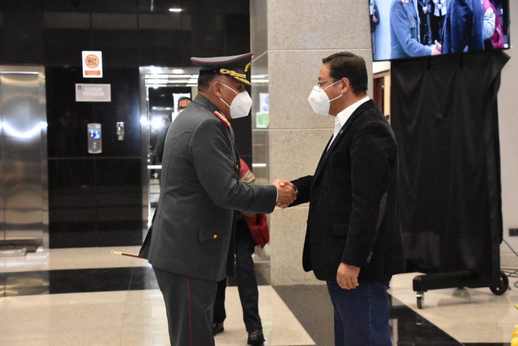 El presidente del Estado, posesionó al nuevo Comandante General Accidental del Ejército, Hugo Arandia López
