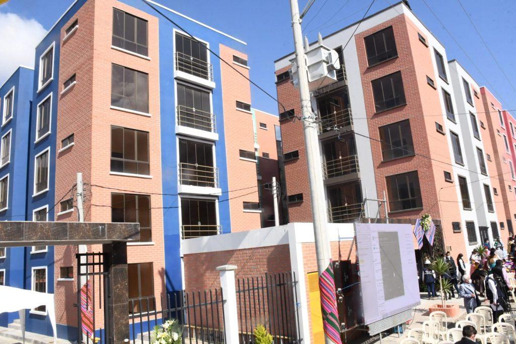 Presidente entrega 100 viviendas en Mecapaca