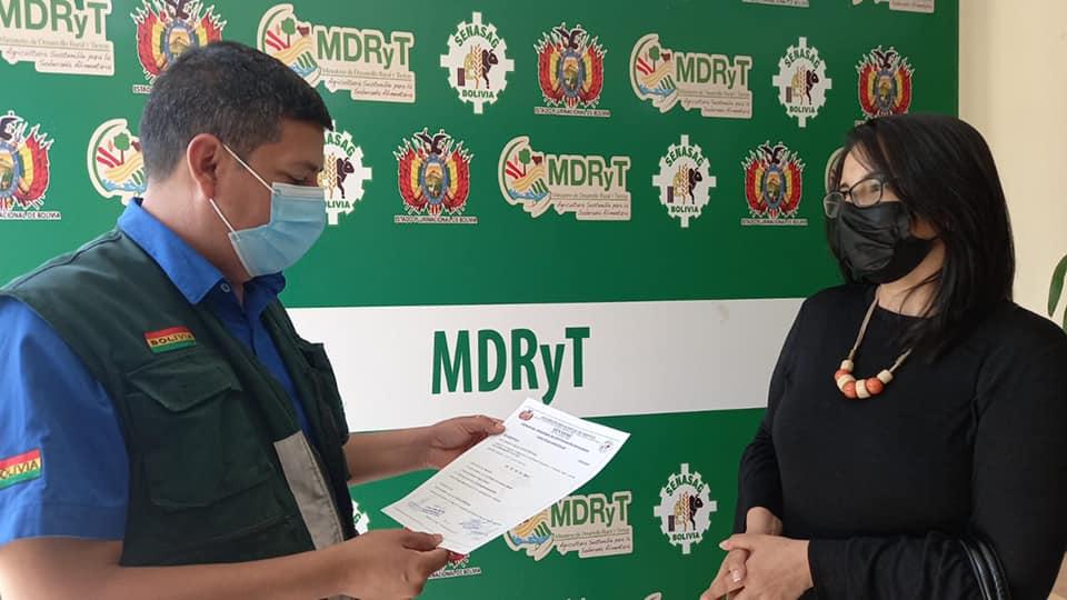 Gobierno entrega certificados de buenas prácticas agrícolas a empresas productoras de hortalizas y frutas