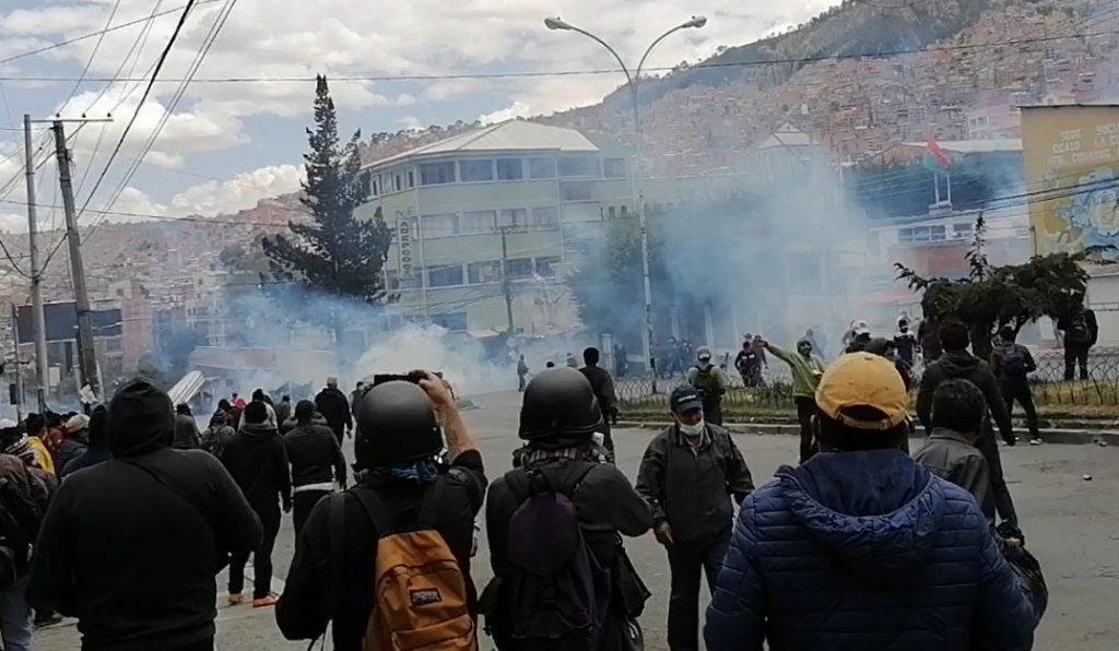 Cocaleros hacen retroceder a la Policía y llegan al mercado de Adepcoca